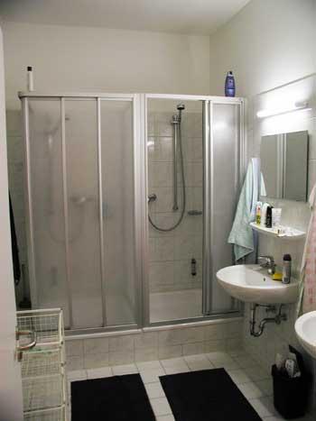 Das große Bad mit zwei Duschen